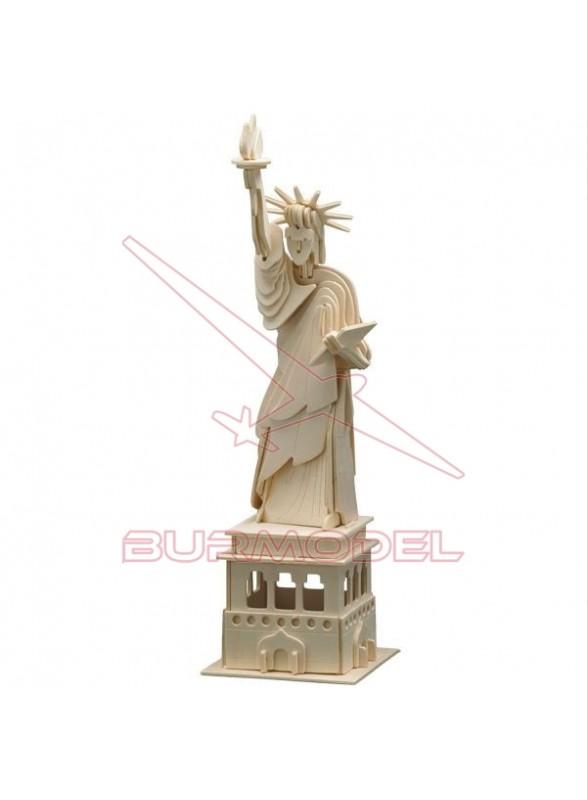 Estatua de la Libertad construcción madera