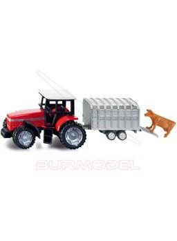 Maqueta montada de tractor con remolque y vaca.