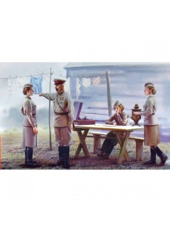 Militares soviéticos y mujeres de servicio. 1:35