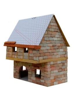 Maqueta de ladrillos de una vivienda rural