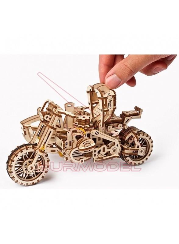 Maqueta moto Scrambler UGR-10 con sidecar