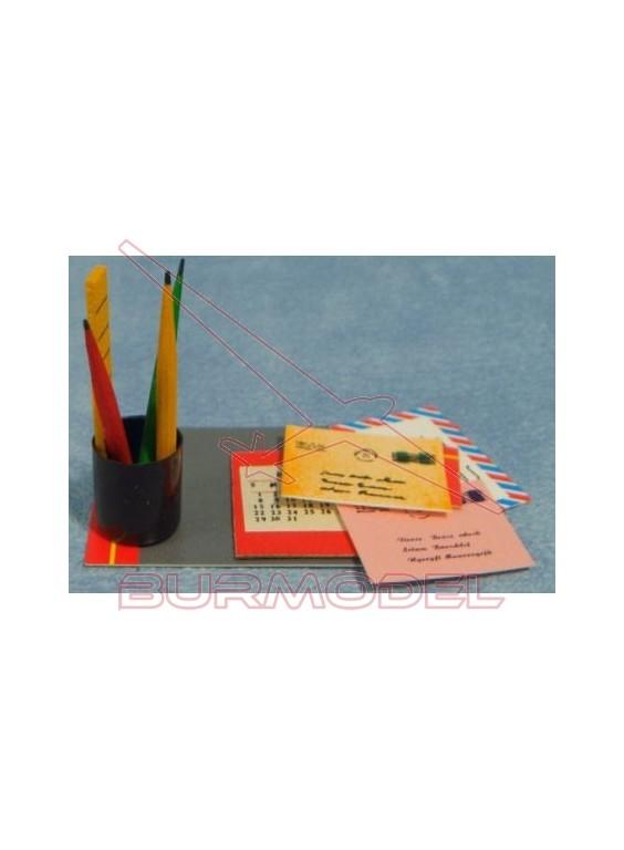 Carpeta, lápices, papel